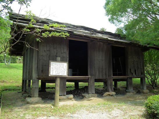 高床式平柱小屋