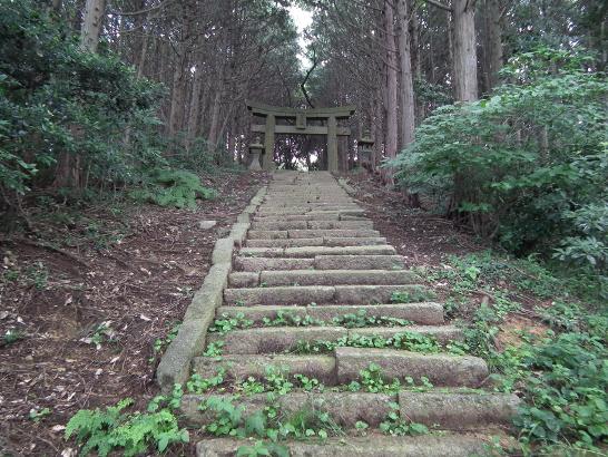 豊山神社へと続く階段