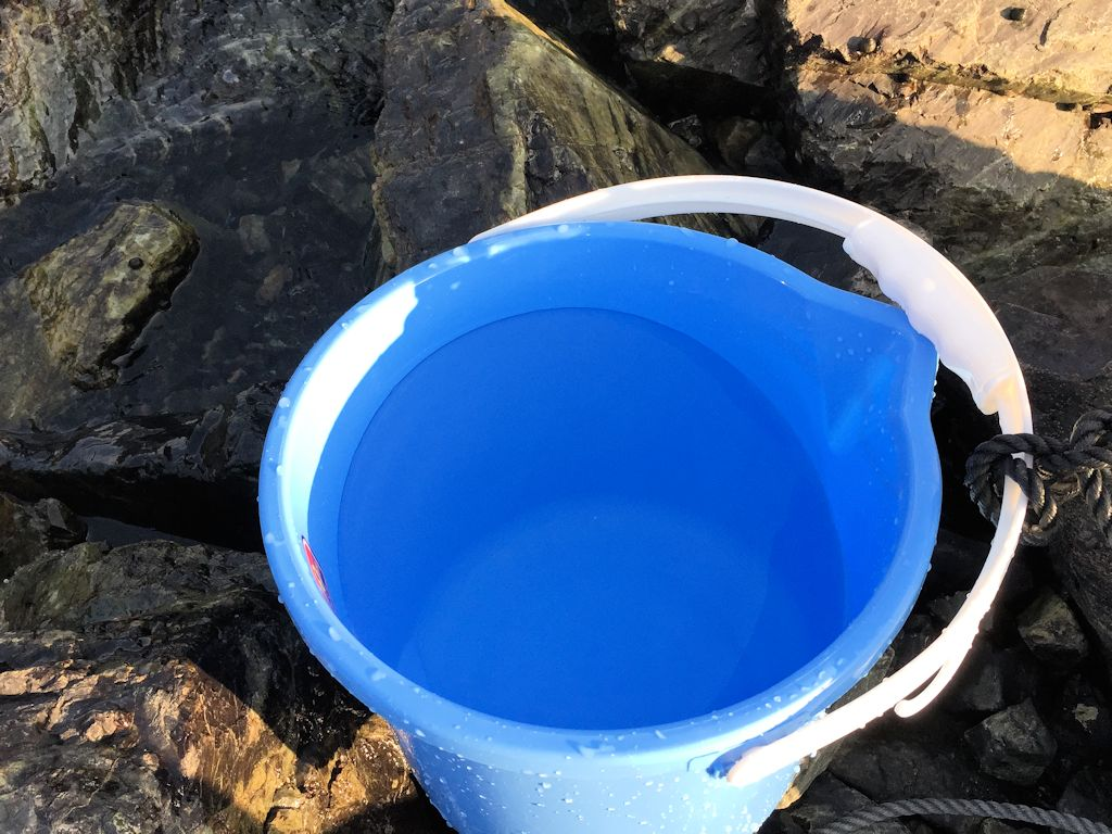 バケツの海水