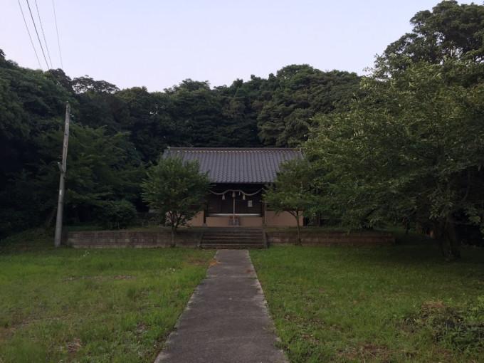 神社に散歩